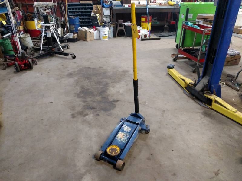Napa 3 1 2 Ton Floor Jack J K Discount Tire Auto In Heron Lake K Bid