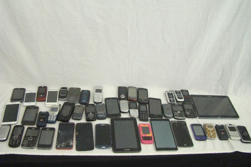 Lot Of Samsung Lg Etc Cell Phones And Tablets Ec 270 Huge Estate Auction K Bid