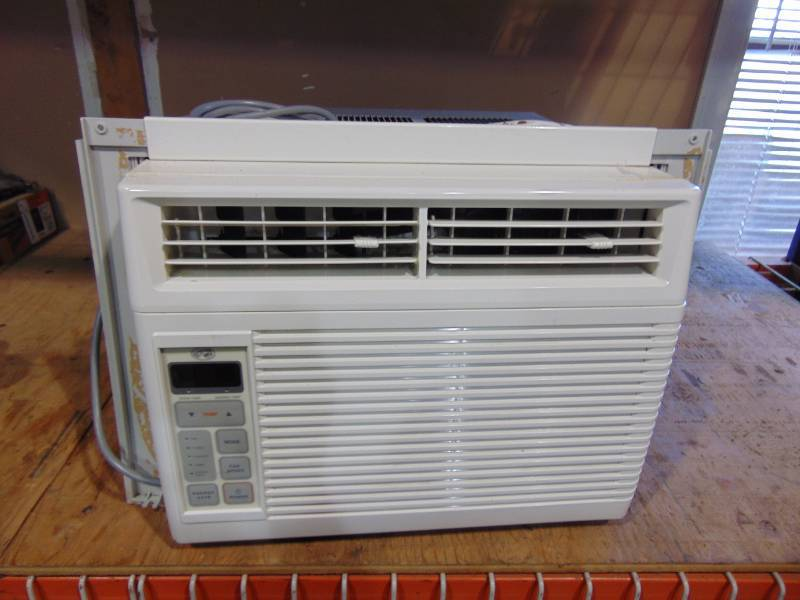 Hampton Bay Air Conditioner With Remote Grc July Consingments K Bid