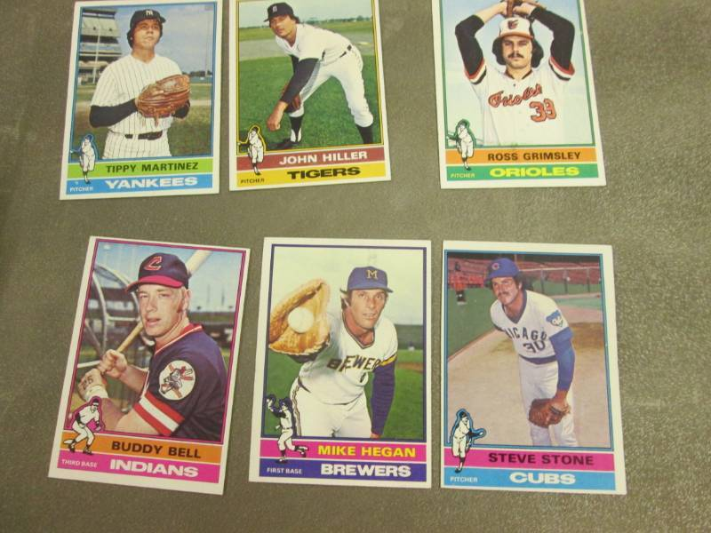 50 1976 Topps Baseball Cards Lighting Sports Card