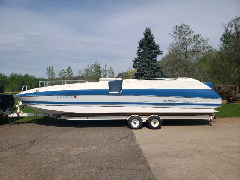 1991 25 Ft Bayliner Boat with 150 hp Johnson Outboard Motor