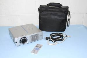 Sanyo XGA Micro-Mobile Multimedia Home Theater Gaming PC Computer Projector System