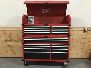 Milwaukee Storage Chest And Storage Cabinet - RETAIL$1,495