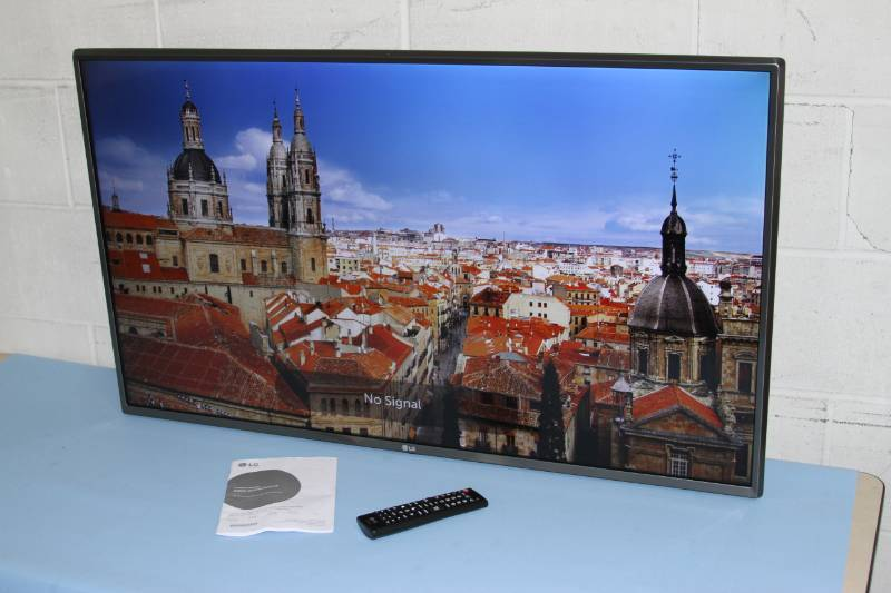 "LG Ultra High Definition Widescreen Flat Panel HD 43"" UHD Commercial TV / Display / Monitor"