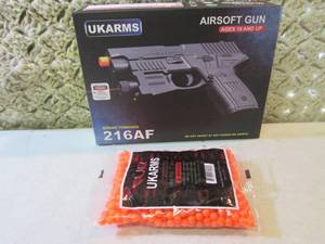 Airsoft Gun with Laser and Bag of 1...