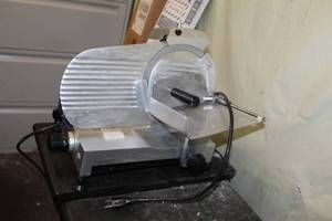 Globe Chefmate Commercial Stainless Steel NSF C9 9in. Manual Gravity Feed Meat Slicer