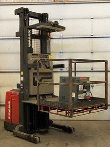 Raymond Electric Reach-Truck / Stock-Picker