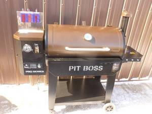 Pit Boss pellet grill. Looks new. Igniter works randomly. Auger works. Can start manually. As shown