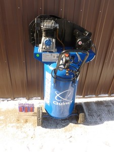 Quincy 26 gallon 2 hp air compressor. Looks new. Tested & works. As shown.