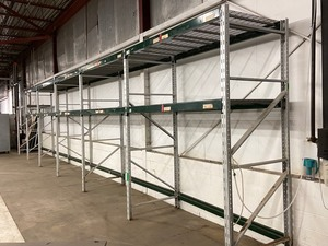 6-Section Industrial Pallet Racking Lot