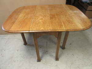 QUARTER SAWN OAK TABLE, WITH DROP-DOWN LEAFS