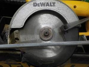 DeWalt Saw in Metal Case; no batter...