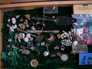 Display case full of vintage Jewelry. Has cracked glass. As shown.