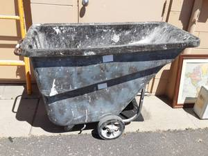 Rubbermaid 1005 1/2 Cubic Yard Rolling Garbage Can