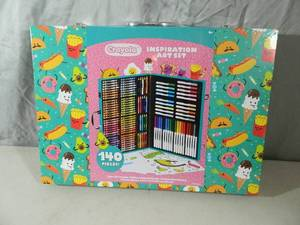 New Crayola 140 Piece Art Set