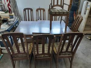 Dining Room Table With Leaf & 8 Chairs (60 x 39-1/2 x 30) (18 Inch Leaf)