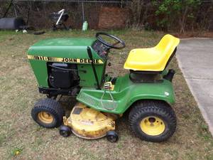 John Deere Riding Lawn Mower 116 (Runs)
