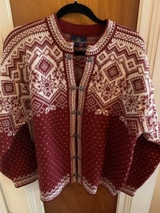 Sjaeveland (Norway) Ladies Sweater- Beautiful!