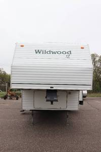 "2002 Forest River Wildwood 28BHSS Bunkhouse 5th Wheel ""NO RESERVE"""