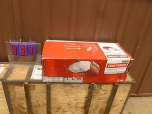 Craftsman 1/2 hp chain drive garage door opener. Appears new in box. As shown.