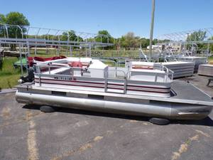 1999 Deep Water Pontoon with 40 HP Yamaha 4 Stroke Motor