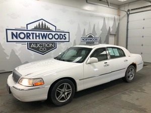 2005 Lincoln Town Car -No Reserve-