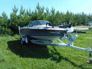 1988 Dynasty Fish/Ski 170 17' Speed Boat with Trailer