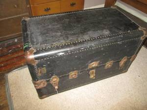Antique Trunk With Hangers Inside 3...