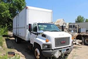2007 GMC C7500 Conventional Cab and Chassis 2-Door Box Truck