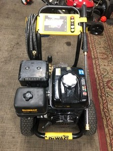 DEWALT 4400 PSI at  4.0 GPM Gas Pressure Washer Powered by Honda with AAA Triplex Pump California Compliant In good condition see pics !!