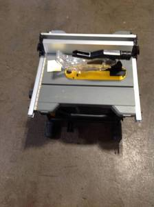 DEWALT 15 Amp Corded 8-1/4 in. Compact Jobsite Tablesaw! SEE PICS!