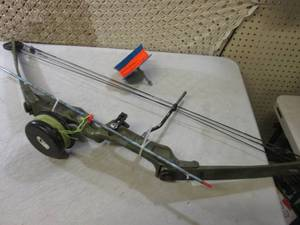 Bear Compound Bow with Extra String...