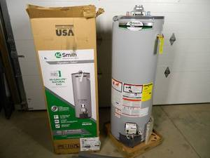 New 40 Gallon Natural Gas Water Heater (shipping dent)