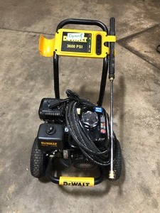 DEWALT 3600 PSI at 2.5 GPM HONDA GX200 with AAA Triplex Pump Cold Water Professional Gas Pressure Washer Missing tips !! See pics !!!