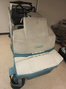 TENNANT FLOOR MAINTENANCE MACHINE
