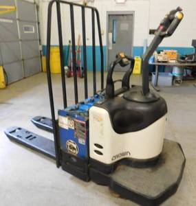 Crown PE4000 Electric Ride On Pallet Jack