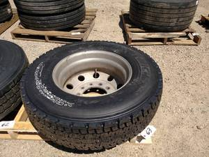 Recap 275/80R22.5 Tire on Aluminum ...