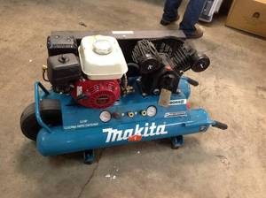 MAKITA 10 GAL. 5.5HP PORTABLE GAS POWERED TWIN STACK COMPRESSOR! IN LIKE NEW WORKING CONDITIONS