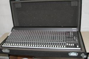 Mackie SR32.4 VLZ 4 Bus Pro Audio Mixing Console Mixer with Grundorf Case