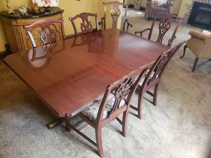 Elegant Mahogany Dining Table with 6 Chairs