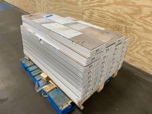 HOME DECORATORS COLLECTION Lot of 33 cases of Sonoma Oak 8 mm Thick x 7-2/3 in. Wide x 50-5/8 in. Length Laminate Flooring (21.48 sq. ft. / case)