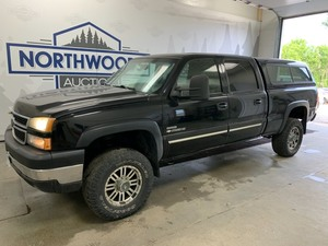 2006 Chevy 2500 4x4 6.6 -No Reserve-