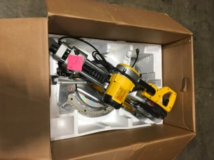 DEWALT 15 Amp Corded 12 in. Double-Bevel Sliding Compound Miter Saw! CUSTOMER RETURNS SEE PICS!