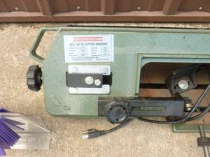 Central Machinery metal cutting band saw. No stand included. Appears to be new. Tested & works. As shown.