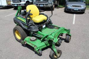 John Deere Commercial Ztrak Zero-Turn Riding Lawn Mower Z950M