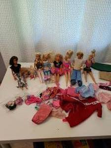 GREAT LOT OF BARBIES, EXTRA CLOTHES AND MANY DOLLS