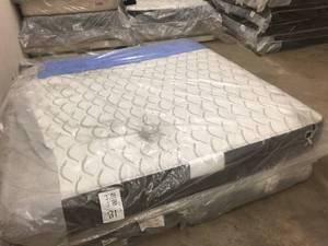 Brand New Sealy Response Performance Attendance Plush King Mattress