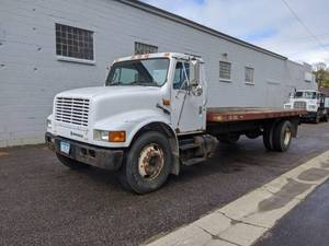 1993 International DS 999 w/ 20' Flatbed and Automatic Transmission