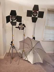 Professional Photography Lighting Equipment & Tripods