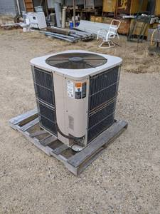 Lennox AC Unit - Model HS-23-653-1Y - 3 Phase